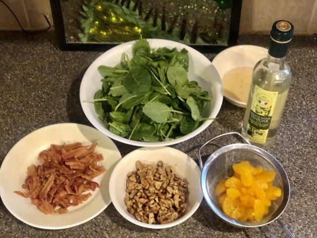 Spinach-Mandarine-Walnut Salad ingredients