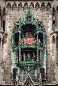 the Munich Glockenspiel, city hall