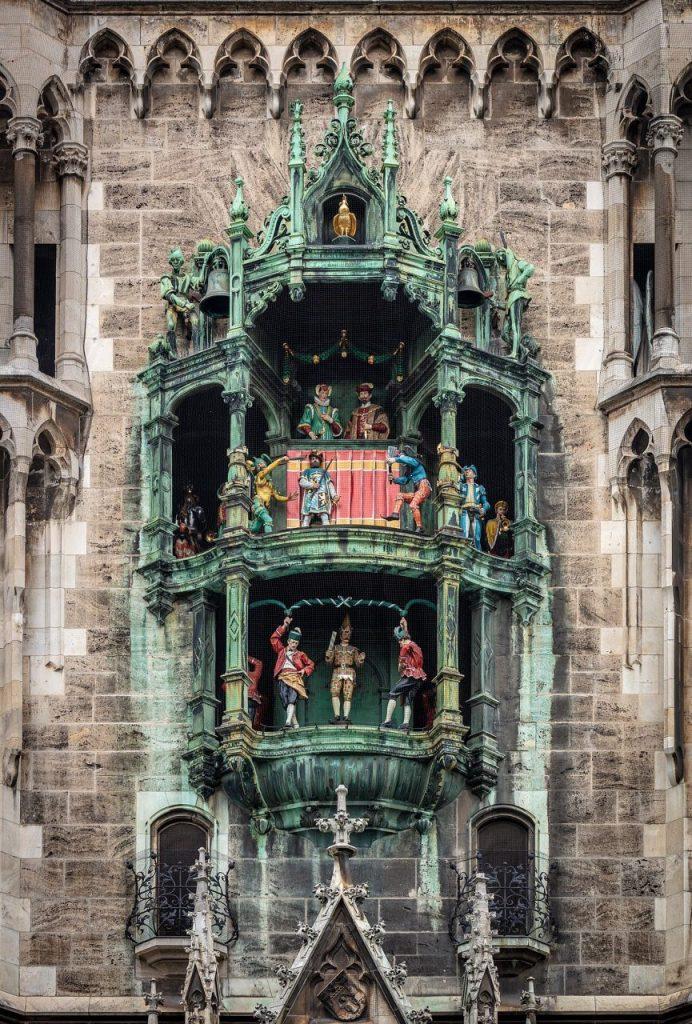 the Munich Glockenspiel, city hall