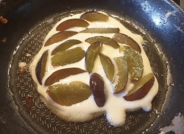 Plum pancake preparation