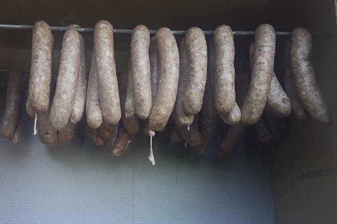 hang to dry Thuringia Sausage/Thüringer Rostbratwurst