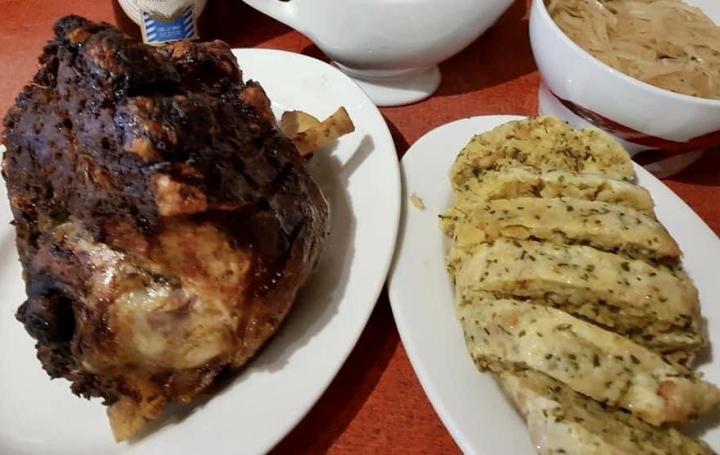 Serviettenknödel with grilled pork knuckle