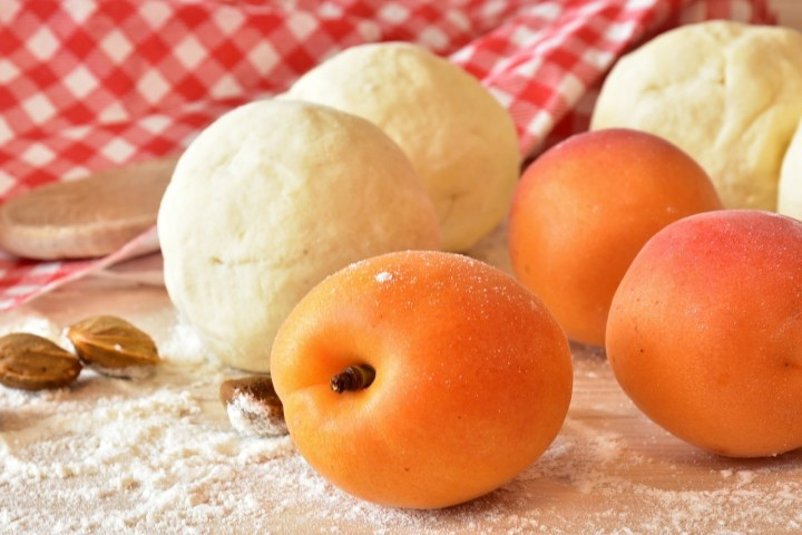 Marillen, small Apricots