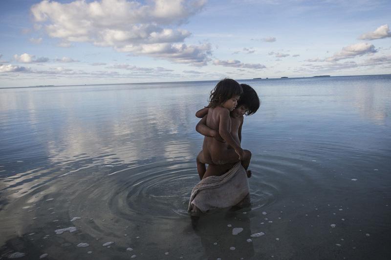 Greenlight Series: Kiribati by Vlad Sokhin