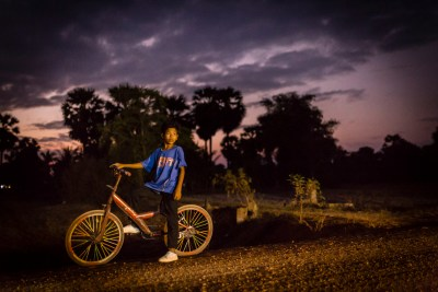 cambodian_boy_bicycle_night