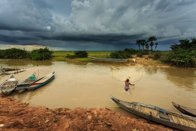 fisherman-river-tonle-sap