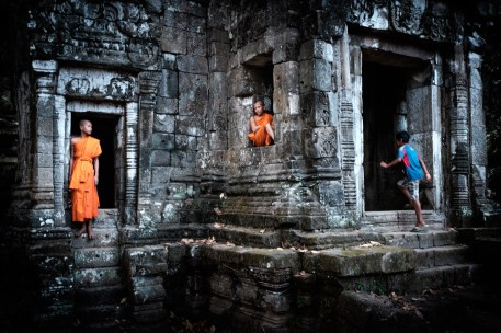 monks_temple_angkor