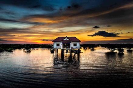 sunset_angkor_wat_lake