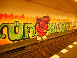 Freshly painted by 1UP at the Naturekundemuseum Ubahn station. Saw it on my last night in Berlin