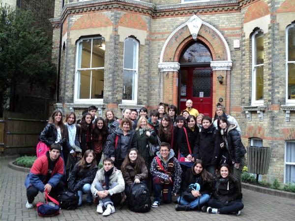 DIA 2: Arribo a LONDRES. Recepción en el Aeropuerto y traslado a los alojamientos. Luego nos reuniremos en el Colegio.. A la tarde recorreremos la zona del Colegio y visitaremos el Centro de Londres.