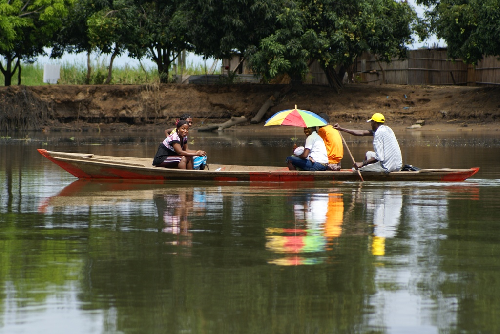 River taxi on the Kwanza, Quicama Park. Courtesy Peter Holmstrom.