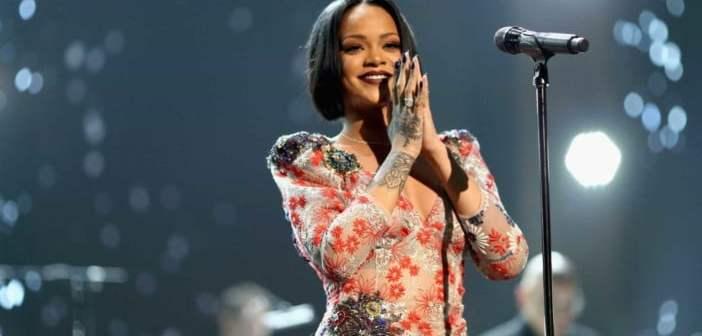 Rihanna vai ser homenageada em sua terra natal