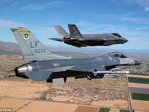 """Tin tức trong ngày - Siêu chiến cơ F-35 bị """"bà già"""" F-16 đánh gục"""
