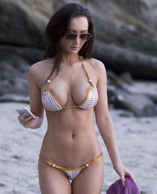 Người mẫu quá sexy vì bikini bé xíu - 4