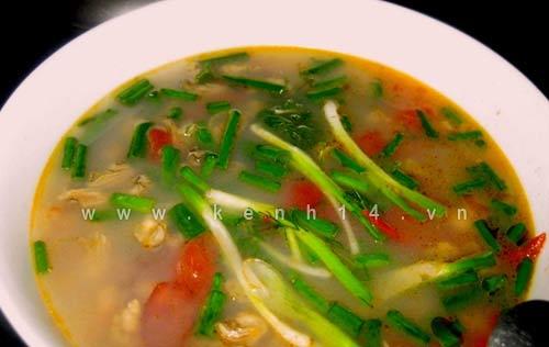 Đặc sản Hạ Long giải nhiệt bữa ăn cuối tuần, Ẩm thực, am thuc, canh rieu ha, bun rieu, dac san, mon ngon, mon ngon de lam