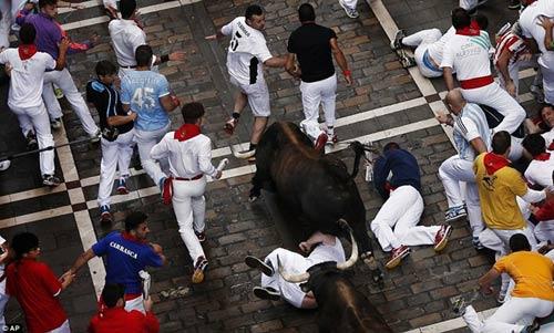 Lạ kỳ lễ hội bò tót rượt người ở Tây Ban Nha - 2