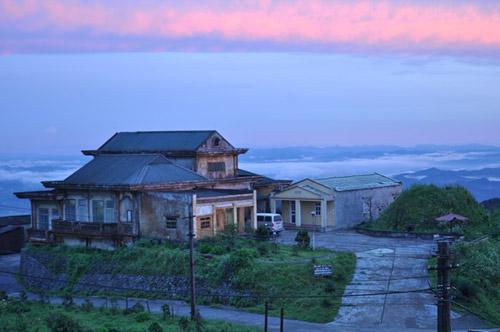 Sáng sớm đầy sương mờ trên đỉnh Mẫu Sơn - 9