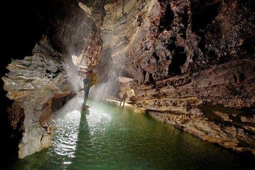 Khám phá hang động sâu nhất thế giới - 7