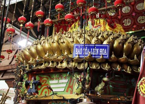 8 cây nến khổng lồ trong chùa Đất Sét ở miền Tây - 4