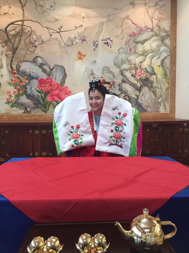 Nữ ca sĩ từngcó thời gian học thêmtiếng Hàn nên chuyến đi sang xứ sở Kim chi gặp nhiều thuận lợi.