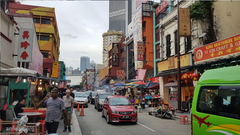 Đường phố khu Chinatown ở Kuala Lumpur