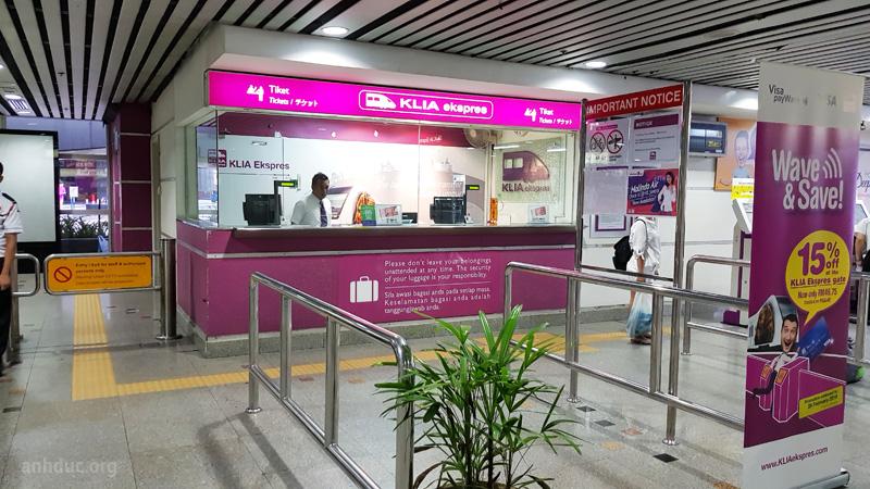 Điểm bán vé tàu KL Exspres tại ga KL Sentral