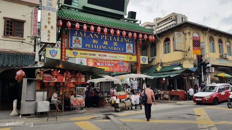 Cổng vào khu Chinatown ở đầu đường Jalan Petaling