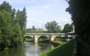 L'Esturgeon and old bridge, Poissy