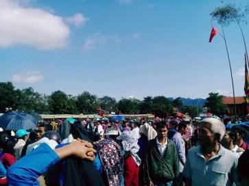 Người dân và du khách khắp nơi nô nức rủ nhau về lễ hội Mường Bi.