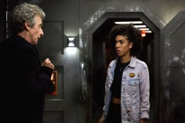 Doctor Who S10 - TX: 13/05/2017 - Episode: Oxygen (No. 5) - Picture Shows: The Doctor (PETER CAPALDI), Bill (PEARL MACKIE) - (C) BBC/BBC Worldwide - Photographer: Simon Ridgway