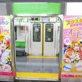 『スクスタ』山手線にラッピング電車が登場!交通広告のかわいいイラスト画像が到着!