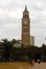 A Mumbai potresti incontrare un Big Ben in mezzo a un parco, proprio lì dove tutti giocano a cricket