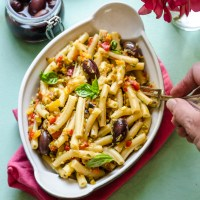 THE LUNCH BOX: Pasta fredda alle verdure ed olive nere