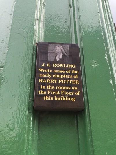 """J.K. Rowling escreveu alguns dos primeiros capítulos de """"Harry Potter"""" nas salas do primeiro andar deste edifício."""