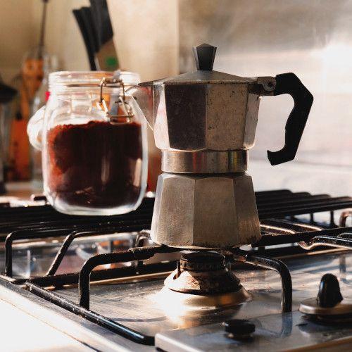 Cómo preparar café en casa: moka o cafetera italiana