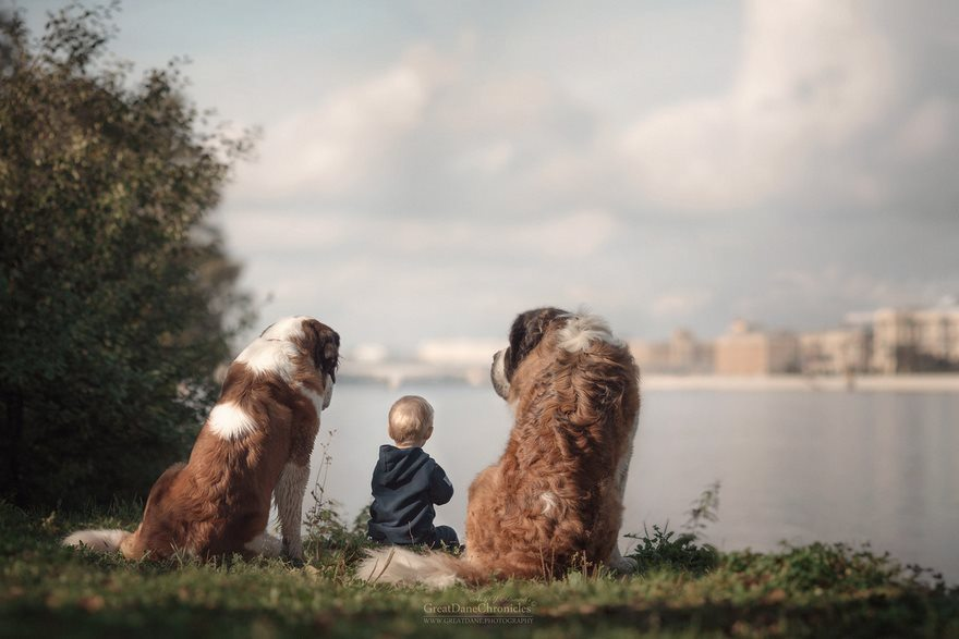 15-heart-melting-pics-of-kids-and-their-huge-pets
