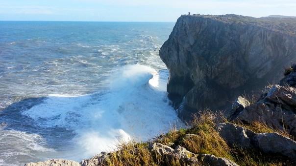Estas son las condiciones ideales para ver los Bufones: mucho mar de fondo. Si hay sol mejor que mejor.