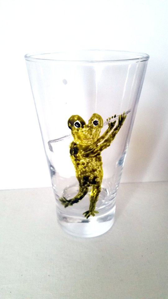 Glass tumbler hand painted with a frog playing golf