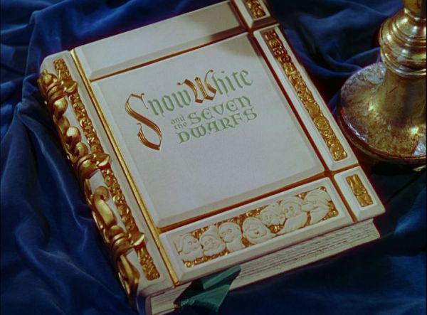snowwhite_opening book2