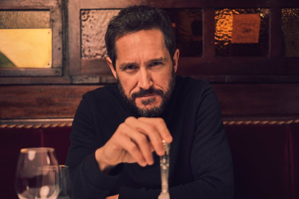 Rupert Murdoch Liked Red Meat. So Bertie Carvel Takes His Steak Rare.
