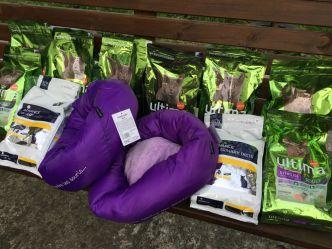 Qui êtes-vous donateur ? Un ééééénorme colis arrivé sans nom avec une dizaines de sacs de croquettes pour chat et des beaux coussins. Laissez-nous un petit commentaire ou email (animauxseniors@yahoo.com), on aimerait vous remercier nominativement ❤