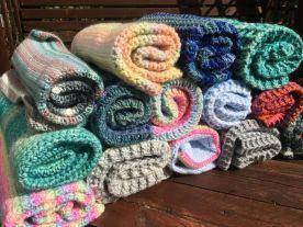 Collecte de septembre / On a presque envie de les utiliser pour nous, tellement elles sont belles 😁 Catherine nous a réalisé des magnifiques couvertures, très douillettes, super mignonnes, hyper chaudes... notre chatterie va être si belle grâce à vous Catherine. Merci ❤