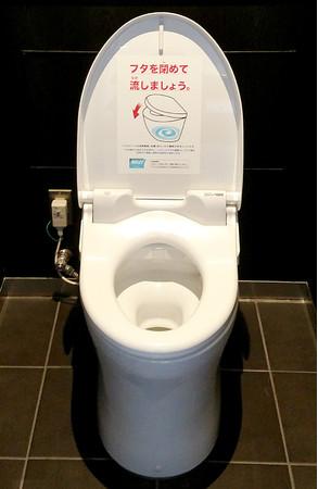 川崎競馬場内貴賓室用トイレ