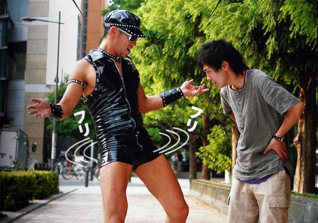 Masaki Sumitami / Hardo Gay, komiker og wrestler (til venstre)