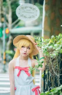 Shinobu Oshino cosplay