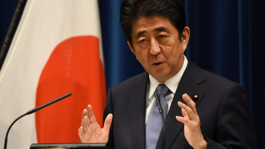 Japans premierminister Shinzo Abe træder tilbage