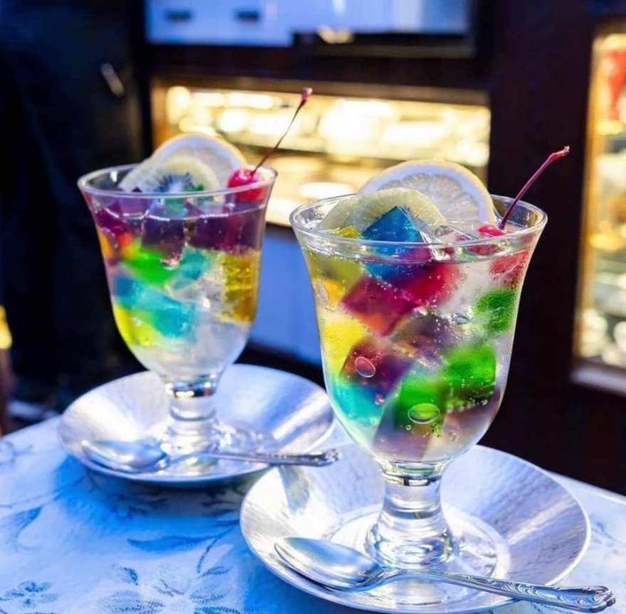 Blandede smukke desserter