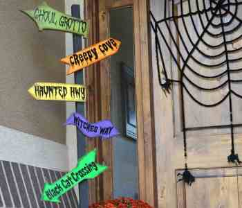 DIY Halloween Direction Sign
