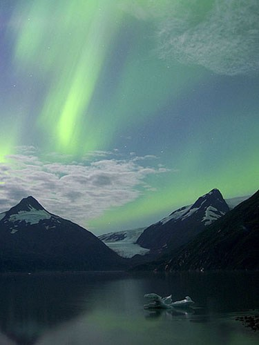 Aurora_Chugach_Mountains_by_Calvin_Hall.jpg