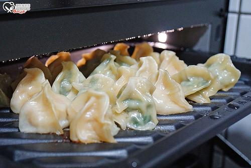 深夜食堂食譜之Panasonic蒸烘烤微波爐NN-BS1000 試做:培根蔬菜法式蒸蛋、煎餃、烤飯糰、烤雞肉串
